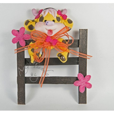 Aplique cerca decorativa en madera con figura en porcelanicron