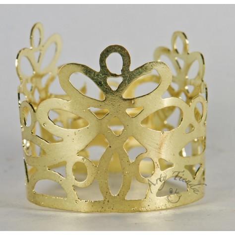 Corona Encaje en lámina de bronce.
